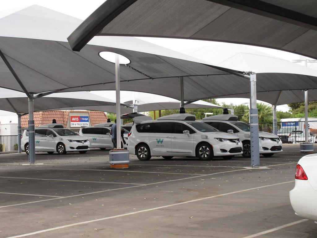 Coperture e gazebo auto: modelli e normative per parcheggi aziendali