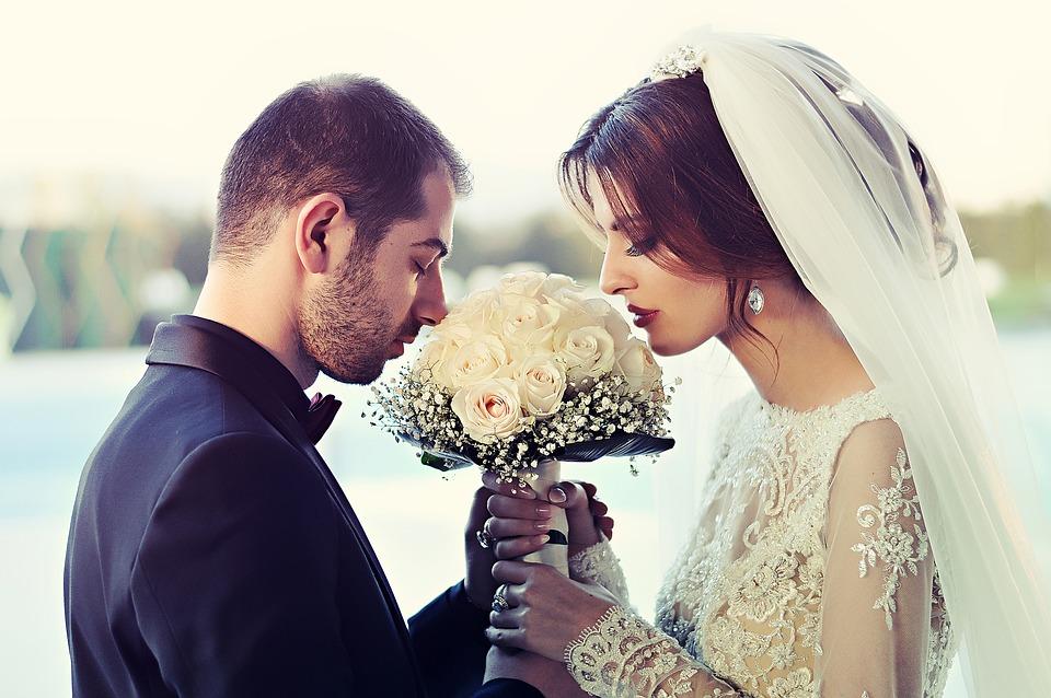 Business dei matrimoni in profondo rosso con le coppie che rinviano le nozze